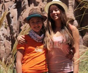Ces deux sœurs sont parties à la découverte d'écoles du bout du monde