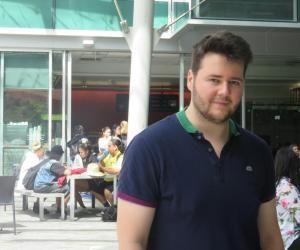 Ma vie d'étudiant en Nouvelle-Zélande : Thibault a la tête enbas