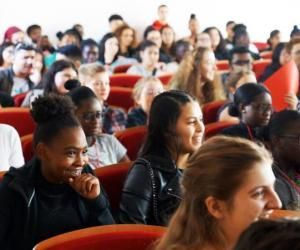 Des élèves de lycées défavorisés entrent à l'ENS