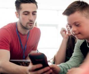 Métiers du social : les cursus accessibles après le bac